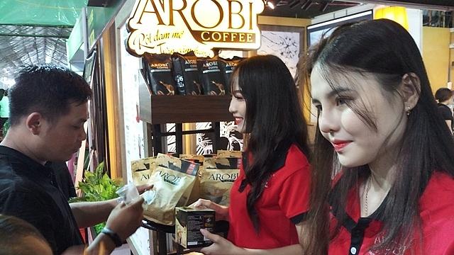 hon 100000 luot khach mua sam tai hoi cho trien lam hang cong nghiep nong thon