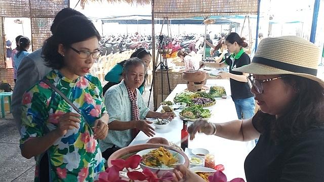 hang tet canh ty phong phu chung loai dac san len ngoi