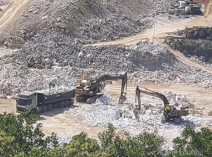Xuất khẩu đá trắng ở Nghệ An: Cần tinh hơn thô