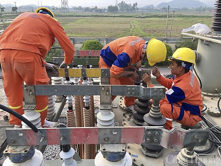 Tiêu thụ điện mùa hè tăng 12%, Nghệ An cam kết đảm bảo đủ điện