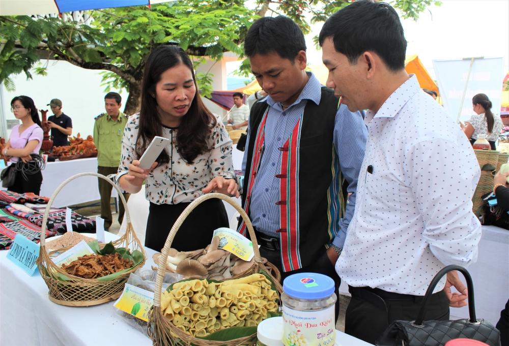 Thừa Thiên Huế: Hơn 300 gian hàng tham gia hội chợ công nghiệp nông thôn và làng nghề Huế