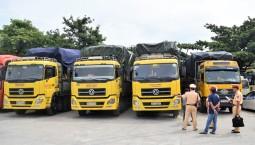 """Thừa Thiên Huế: """"Mạnh tay"""" với xe chở gỗ keo tràm quá khổ, quá tải"""