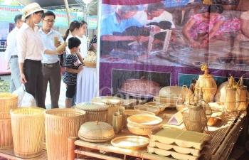 300 gian hang tham gia hoi cho san pham cong nghiep nong thon va lang nghe hue