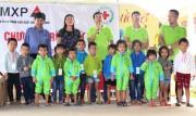 Quảng Bình tiếp nhận 5541 áo ấm từ nhà tài trợ