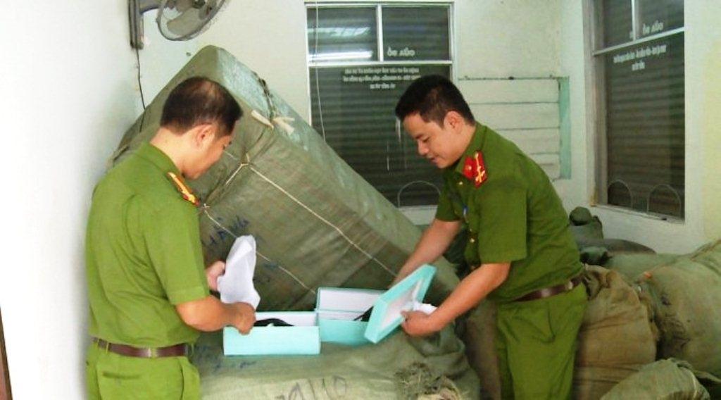 da nang phat hien 8 tan hang hoa khong ro nguon goc duoc van chuyen bang duong sat