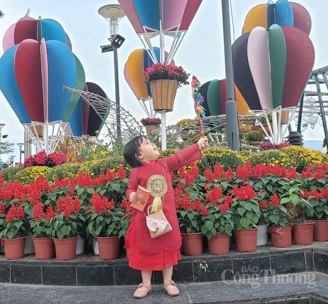 sac xuan tran day tren duong hoa da nang