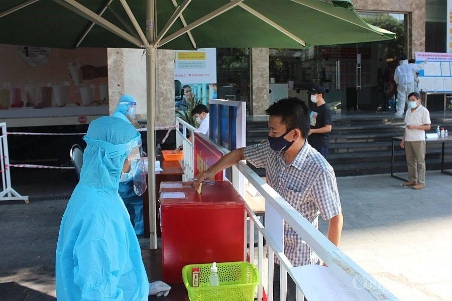 Cử tri cả nước hân hoan trong Ngày hội non sông