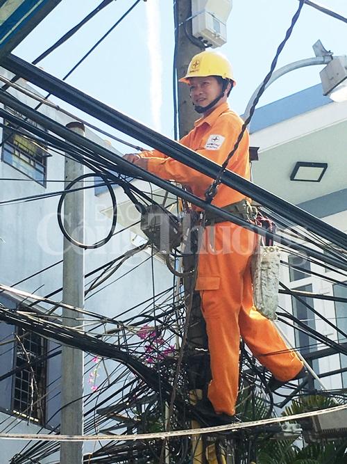 Thay mới miễn phí hệ thống đèn chiếu sáng cho Trường tiểu học Nguyễn Du