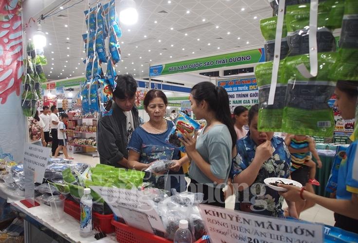 ewec da nang 2019 thu hut gan 40000 luot khach tham quan mua sam