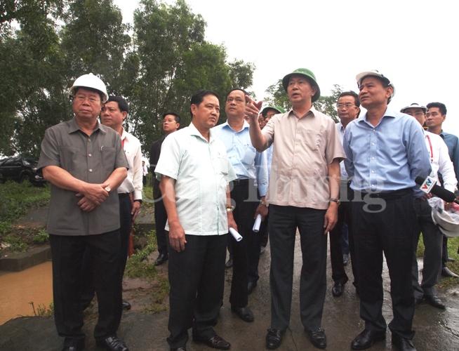 Chủ tịch nước Trần Đại Quang thăm người dân vùng lũ Hòa Vang