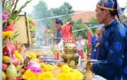 Hàng trăm người đổ về lễ hội Cầu Bông tại làng rau 500 tuổi