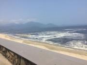 Đà Nẵng: Bờ biển Nguyễn Tất Thành xuất hiện dải nước màu đen
