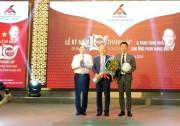 Trao tặng nhà tri ân cho HLV Park Hang Seo