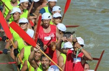 boi dua thuyen truyen thong net dep van hoa tren que huong dai tuong