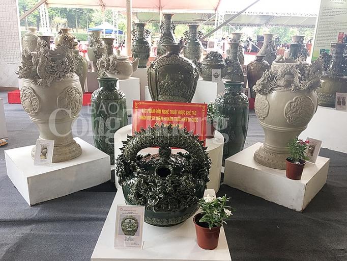 hon 20000 luot kha ch tham quan mua sa m ta i ho i cho hang cong nghiep nong thon tieu bieu 2019