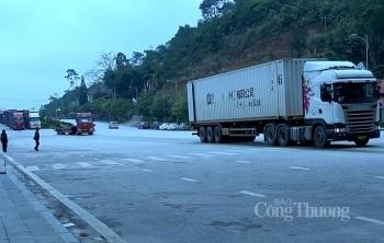 lao cai 180 xe thanh long van cho thong quan xuat khau
