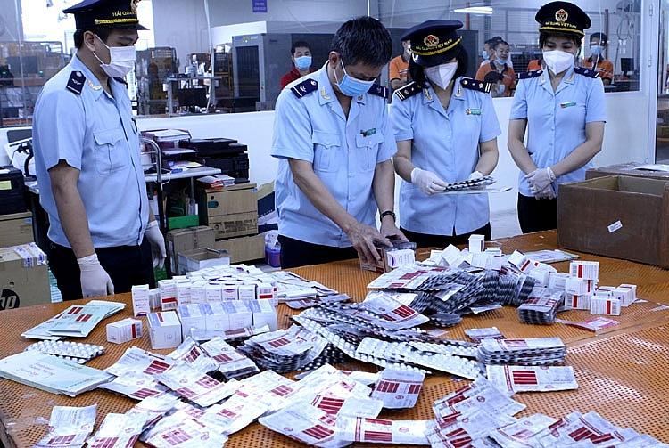 Bắt giữ hơn 60.000 viên thuốc điều trị Covid-19 nhập lậu