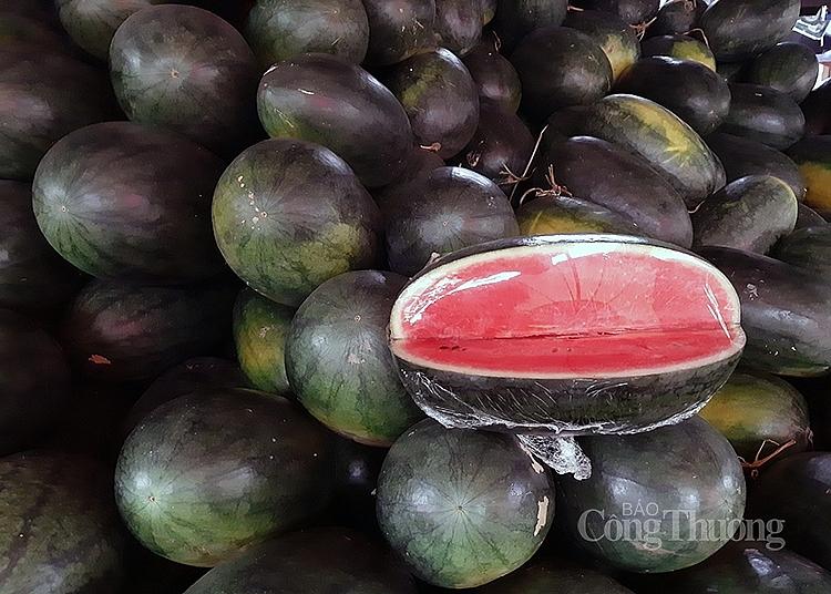 Dưa hấu được bán với giá từ 10.000 - 20.000 đồng/kg tùy loại
