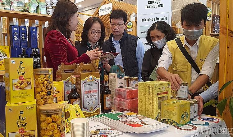 Gian hàng OCOP của Quảng Ninh thu hút đông đảo các đại biểu đến tham quan