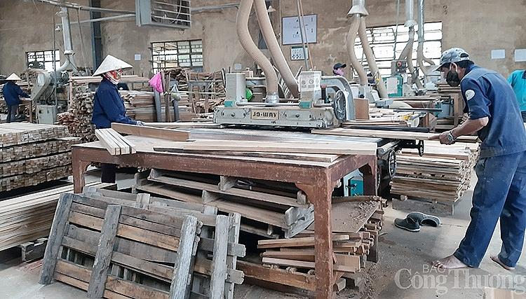 hoạt động sản xuất tại Công ty CP Chế biến gỗ nội thất PISICO