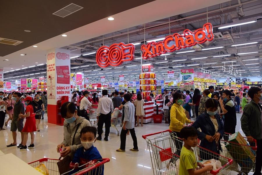 3 Người tiêu dùng hào hứng trải nghiệm mua sắm tại GO!