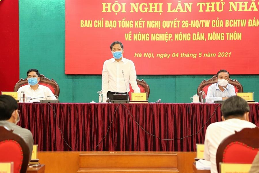 Đồng chí Trần Tuấn Anh, Ủy viên Bộ Chính trị, Trưởng Ban Kinh tế Trung ương, Trưởng Ban Chỉ đạo tổng kết Nghị quyết tham dự và chủ trì Hội nghị.