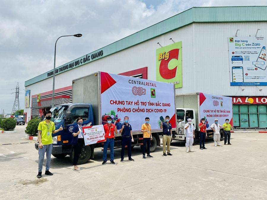 1 Cán bộ và nhân viên Đại siêu thị GO!, Big C tại Bắc Giang thể hiện quyết tâm chung tay cùng địa phương chống dịch Covid-19