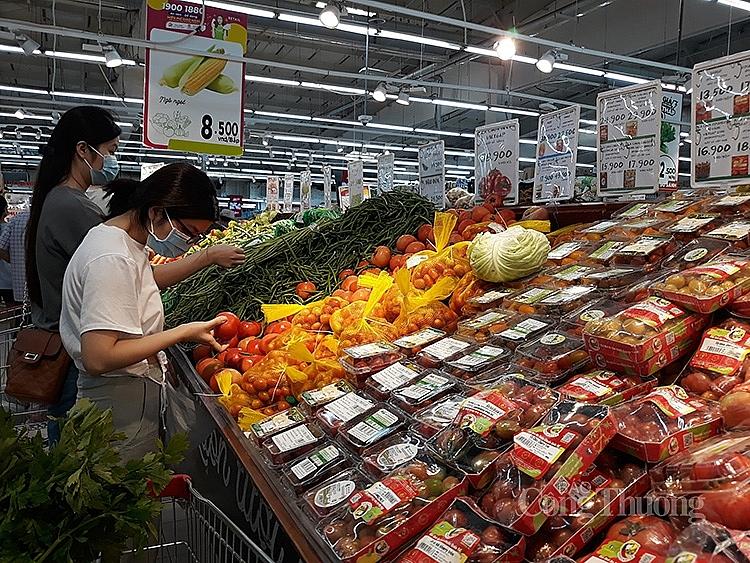 Siêu thị Big C Thăng Long sáng 24/7, lượng khách đến mua hàng như những ngày trước đó