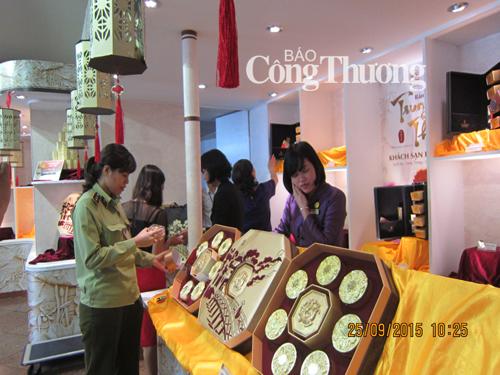 Kiểm tra thị trường bánh trung thu: Ghi nhận sự nghiêm túc của Khách sạn Hà Nội