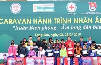 caravan hanh trinh nhan ai 2019 tiep them dong luc cho nhan dan va can bo chien si o khu vuc bien gioi