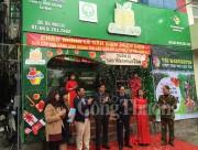Quận Ba Đình gắn biển nhận diện cho các cửa hàng kinh doanh trái cây an toàn