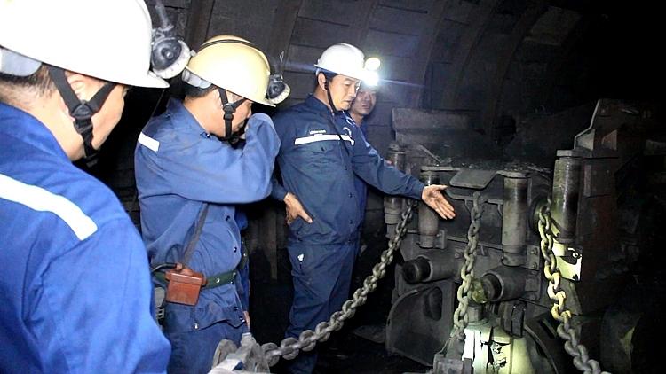Công ty Xây lắp mỏ: Đẩy nhanh tiến độ đào lò bằng cơ giới hóa