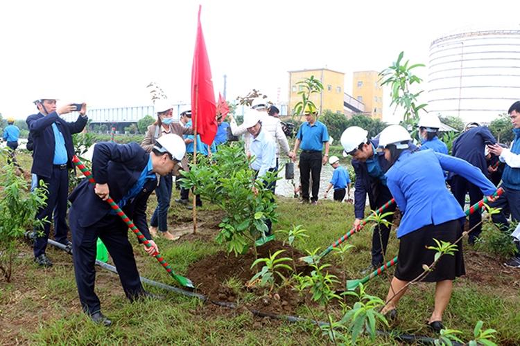"""Ngành Công Thương:  Lan tỏa phong trào """"Tết trồng cây"""""""