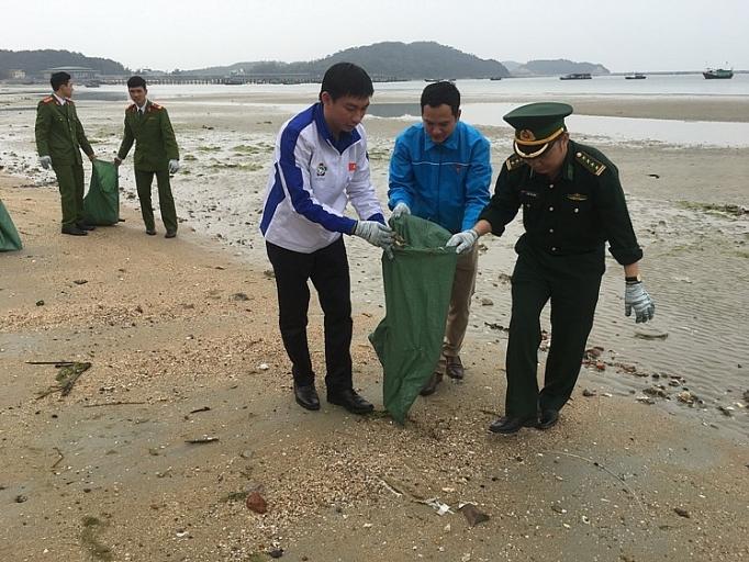 """Vai trò Đoàn thanh niên trong bảo vệ môi trường du lịch:  Góp phần thực hiện mục tiêu """"tăng trưởng xanh"""" tỉnh Quảng Ninh"""