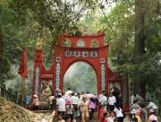 Hơn 10.000 người dâng hương tại Khu di tích Đền Hùng