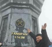 Lên đỉnh Fansipan bất chấp mưa rét