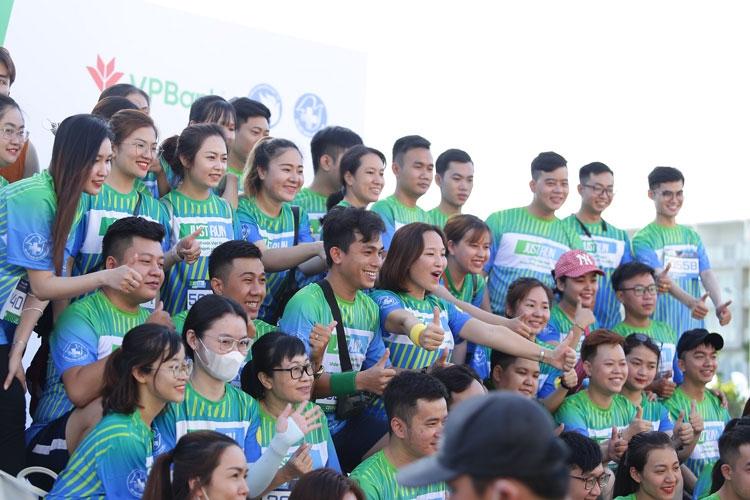 """Giải chạy """"Just Run - Vì một Việt Nam khỏe mạnh và thịnh vượng"""": 2.000 người chứng kiến màn ra mắt Phòng khám container miễn phí"""