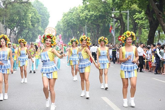 ruc ro carnival duong pho ha noi ky niem 20 nam thanh pho vi hoa binh