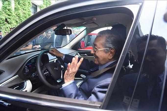 thu tuong malaysia mahathir mohamad xe vinfast rat khoe thiet ke dep em nhu xe dien