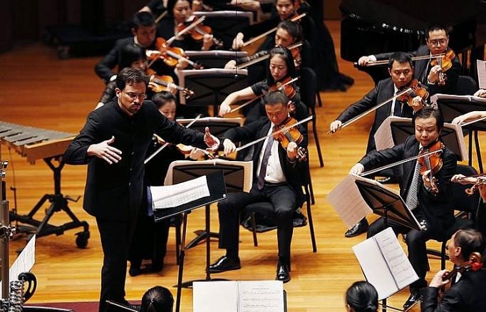 nghe sy piano hang dau nuoc anh bieu dien cung sun symphonyorchestra tai ha noi