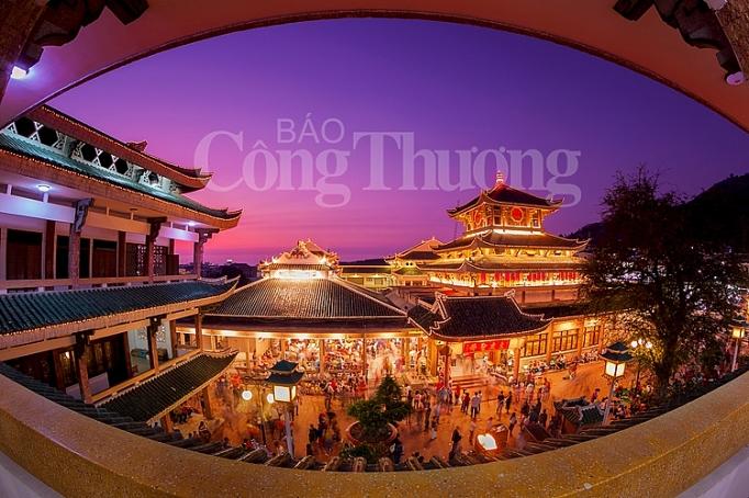 mieu ba chua xu diem du lich thieng vung dong bang song cuu long