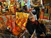 Thị trường ông Công ông Táo: Người bán ngóng người mua