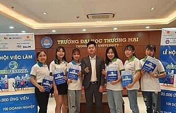 khoang 30 nghin sinh vien va nguoi lao dong den voi le hoi viec lam 2019