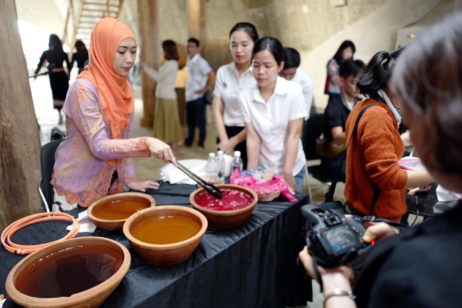giao luu van hoa tho cam e de va batik cua indonesia