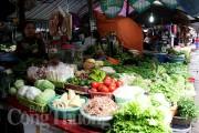 Rằm tháng Giêng: Giá thực phẩm ổn định, hoa tăng giá