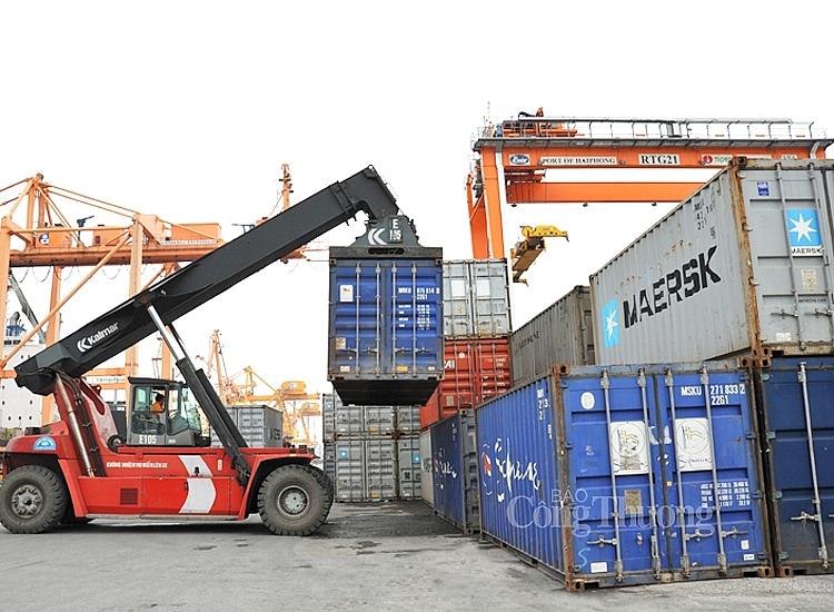 Vượt qua khó khăn do dịch bệnh, xuất nhập khẩu tiếp tục tăng trưởng