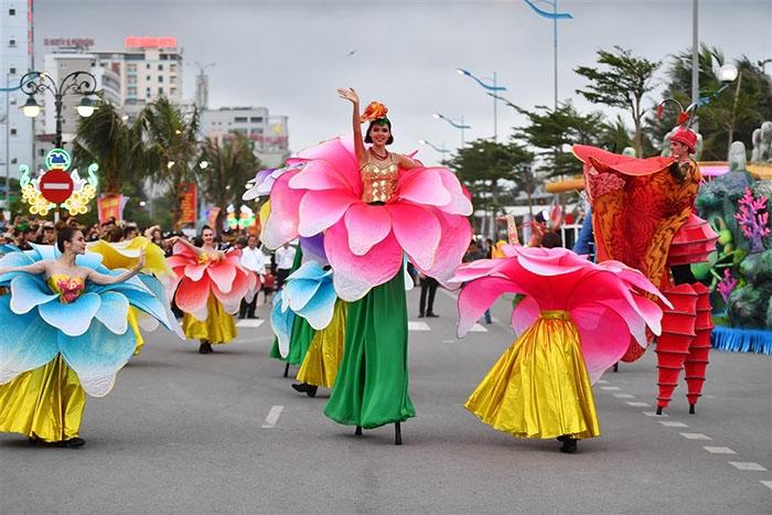 den quang ninh mua carnaval