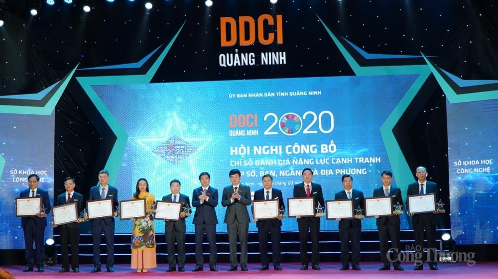 Lãnh đạo tỉnh Quảng Ninh Trao Kỷ niệm chương và Giấy chứng nhận cho các sở/ban ngành và địa phương trong nhóm đơn vị dẫn đầu xếp hạng DDCI Quảng Ninh 2020
