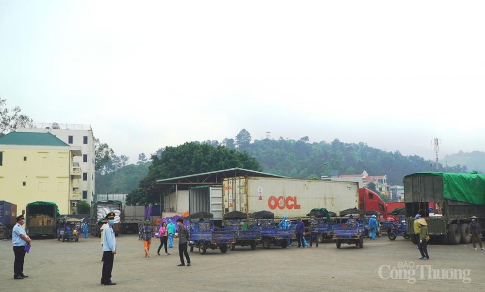 Nhiều giải pháp hỗ trợ doanh nghiệp trong đại dịch được  Chi cục Hải quan cửa khẩu Hoành Mô thực hiện