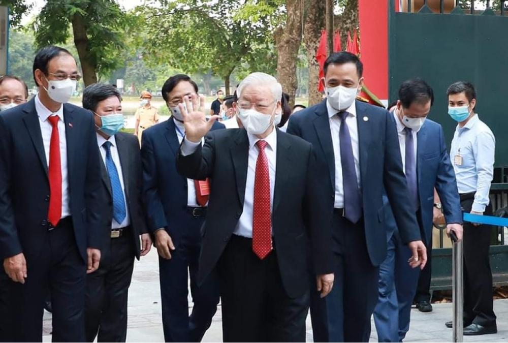 Tổng Bí thư Nguyễn Phú Trọng đến khu vực bỏ phiếu số 4, phường Nguyễn Du, Quận Hai Bà Trưng, TP. Hà Nội